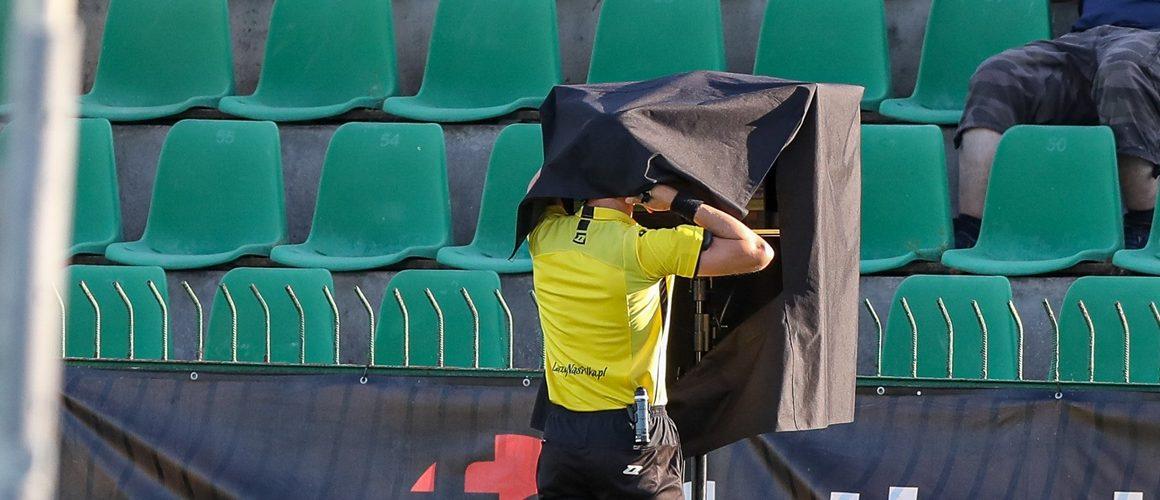 VAR. Tak działa wideoweryfikacja w piłce nożnej