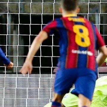 Barcelona pokonuje Dynamo. Goście mogli wygrać!